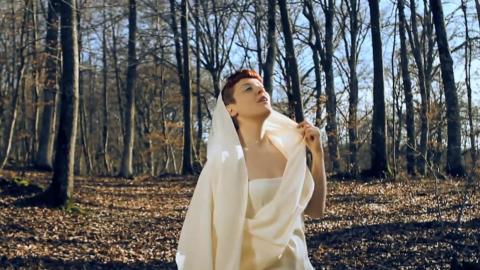Bagnati dal sole, il testo e il video del nuovo singolo di Noemi di Sanremo 2014